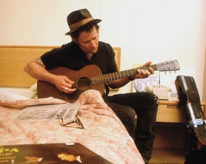 Tom_Waits--Guitar_On_The_Bed