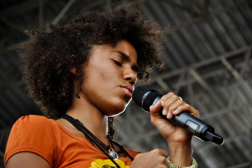 Nneka-at-the-Roots-Picnic-on-June-5-2010-nneka-20836633-1200-800